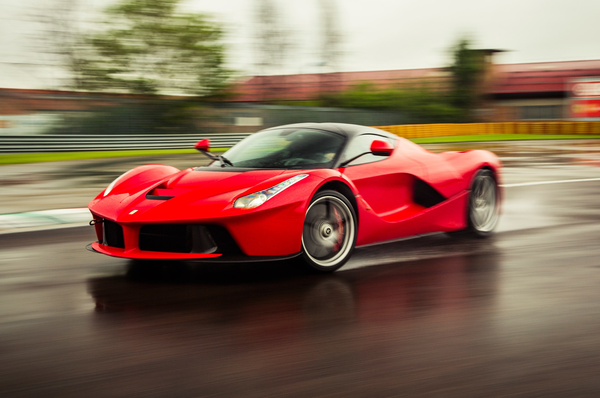 2014 Ferrari Laferrari Front Three Quarter Motion Track1