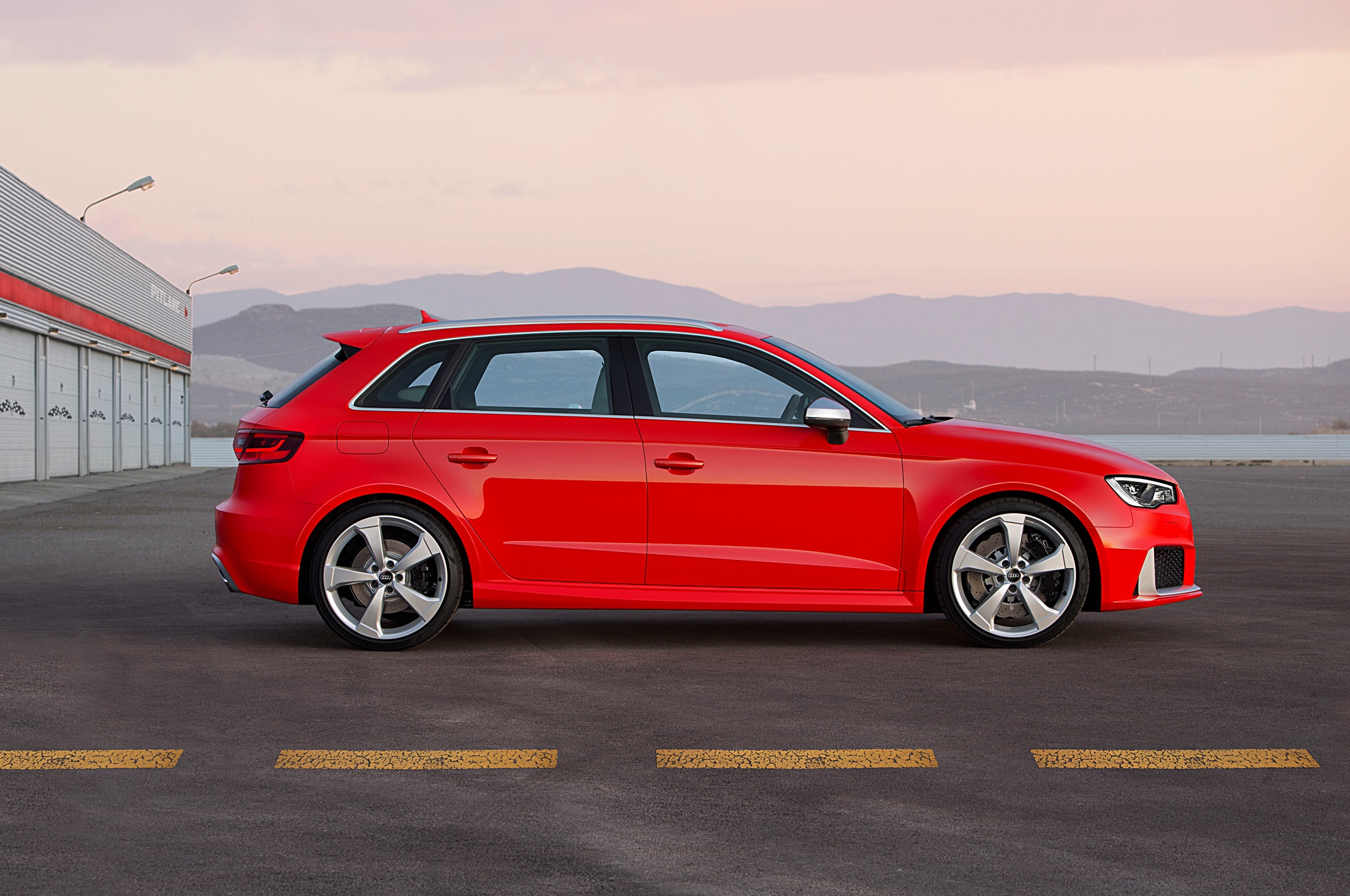 lapping le mans in an audi rs 3 sportback. Black Bedroom Furniture Sets. Home Design Ideas