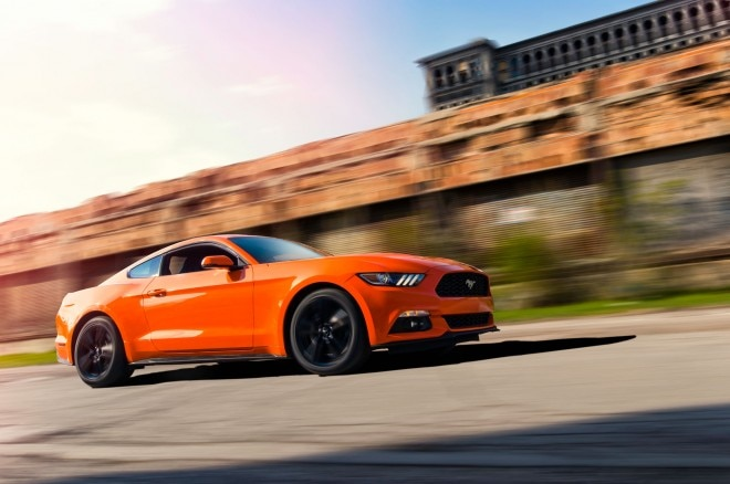 2015 Ford Mustang EcoBoost Premium front three quarter in motion 03