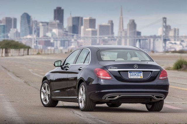 https://st.automobilemag.com/uploads/sites/11/2015/06/2016-Mercedes-Benz-C350e-rear-three-quarter.jpg?interpolation=lanczos-none&fit=around%7C640%3A400