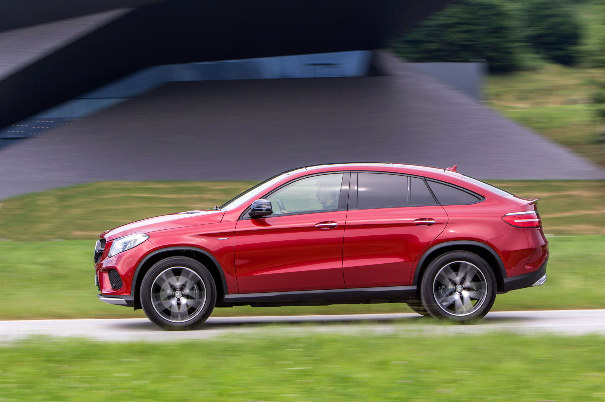 https://st.automobilemag.com/uploads/sites/11/2015/06/2016-Mercedes-Benz-GLE450-AMG-4Matic-Coupe-side-profile-in-motion-04.jpg