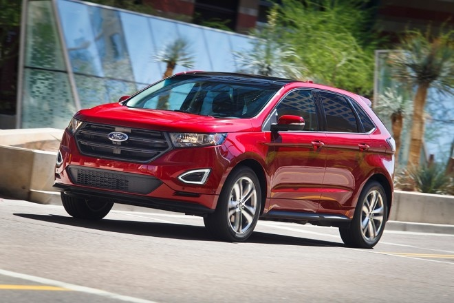 2015 Ford Edge front three quarter in motion 07
