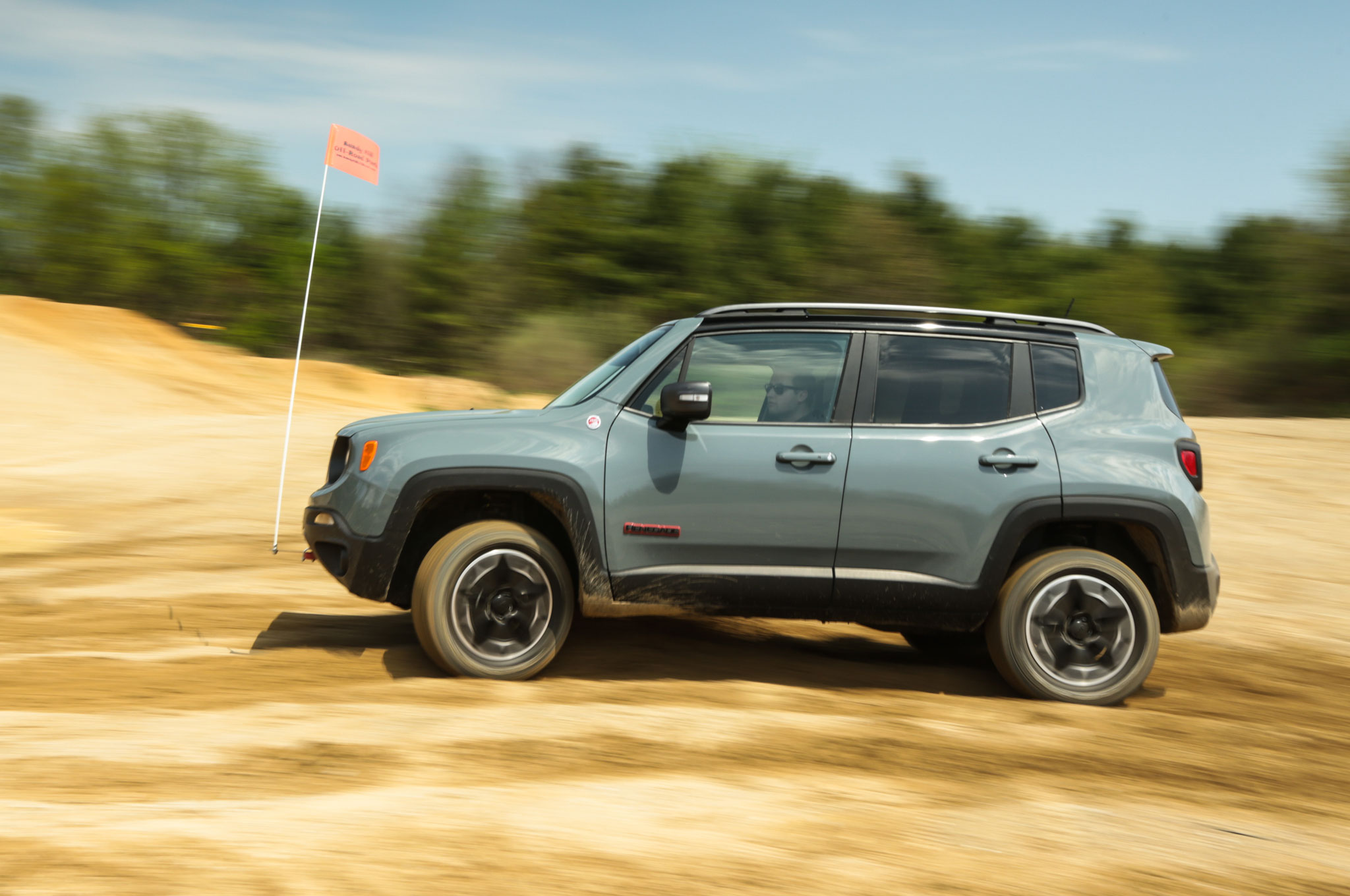 2015 Jeep Renegade Trailhawk Side Profile In Motion 03