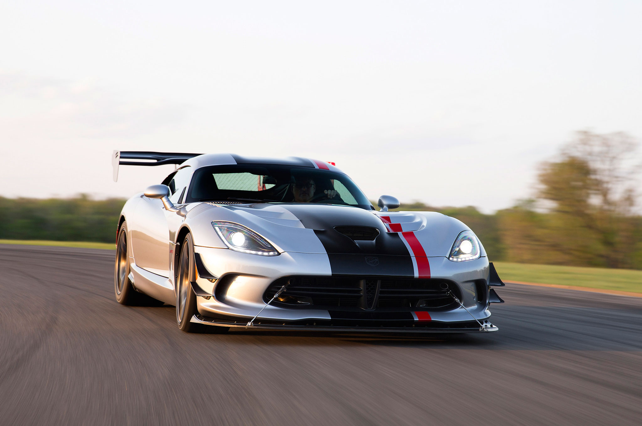 2016 Dodge Viper ACR Front View Motion