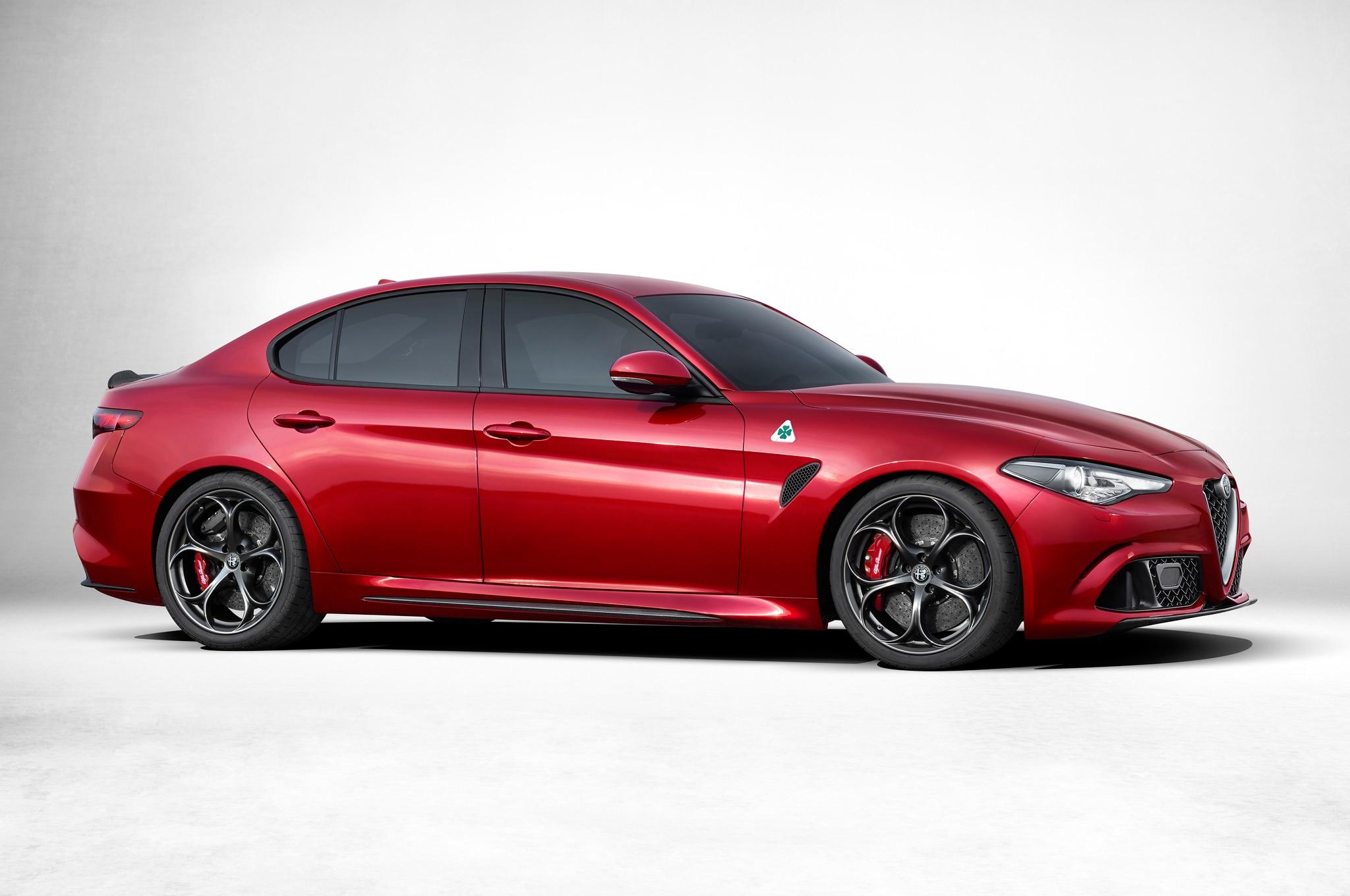 Alfa Romeo Giulia Side Profile1