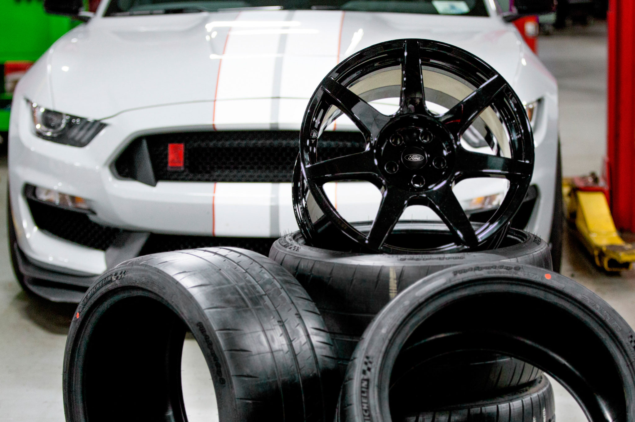 Ford Shelby GT350R Mustang Carbon Fiber Wheel1