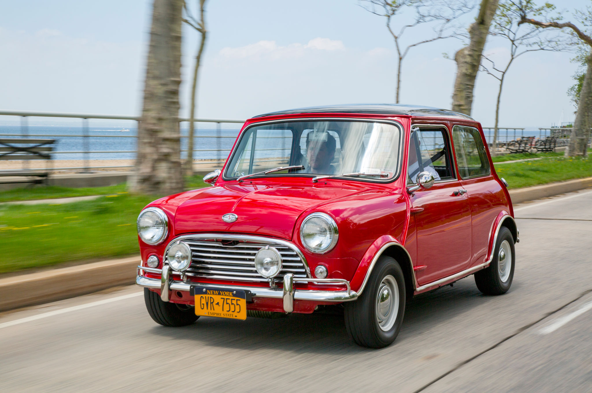 1967 1971 BMC Mini Cooper S Front Three Quarter In Motion 02