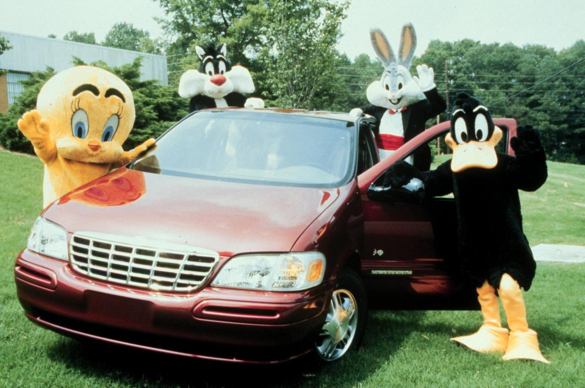 Chevrolet Venture Warner Bros Front Three Quarters on 2003 Chevy Venture Van