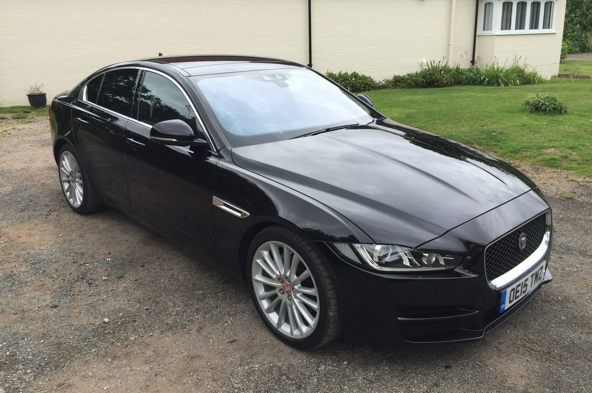 2016 Jaguar XE Diesel U.K.-Spec Review