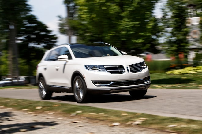 2016 Lincoln MKX Front Three Quarter In Motion 01