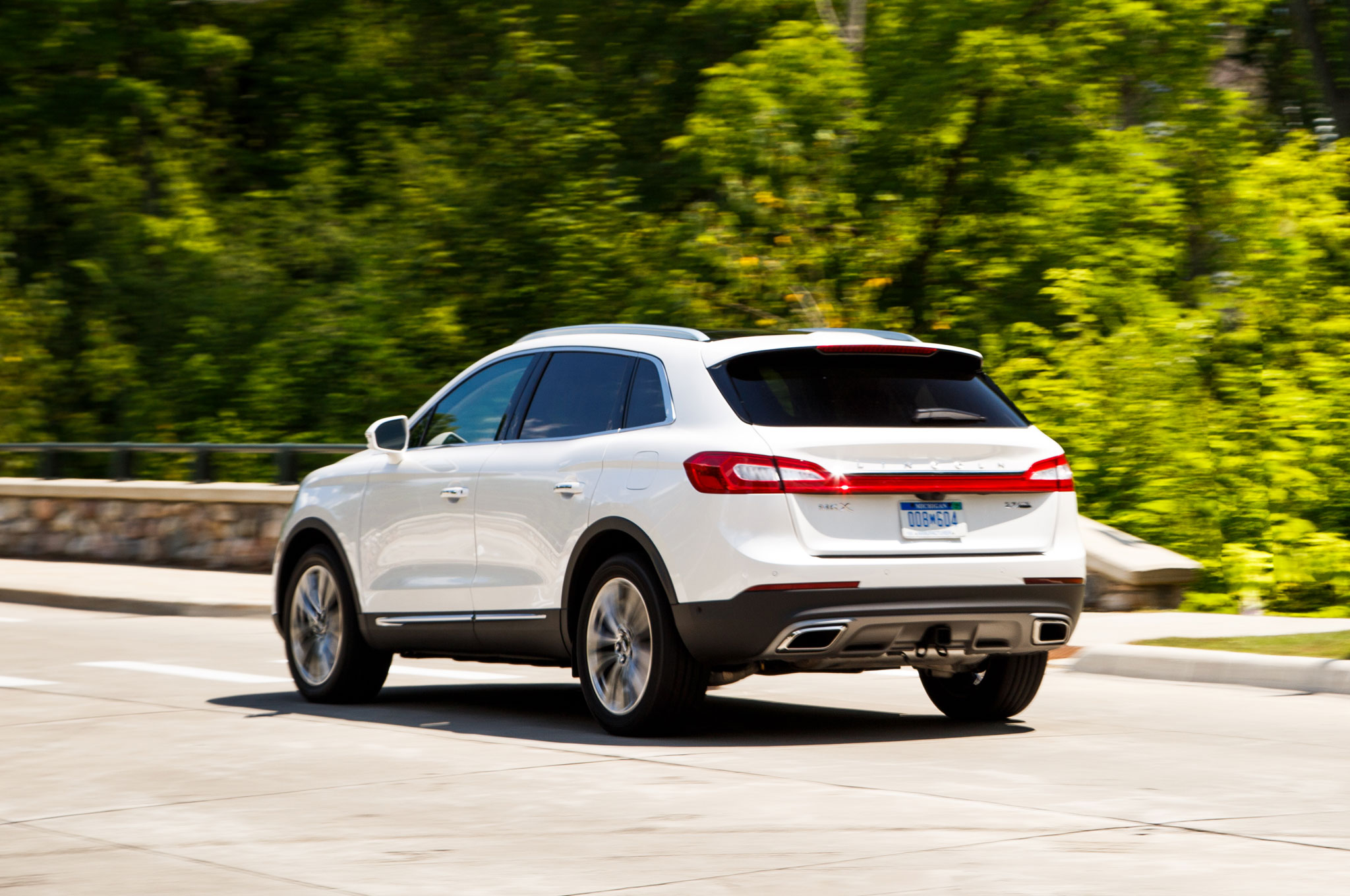 at the screen reserve shot lincoln guide drive pm mkx consumer daily test