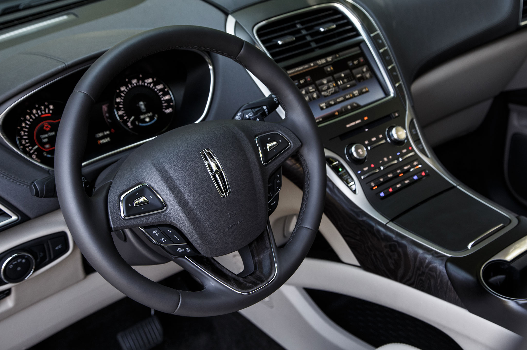 https://st.automobilemag.com/uploads/sites/11/2015/08/2016-Lincoln-MKX-steering-wheel-and-center-stack-01.jpg