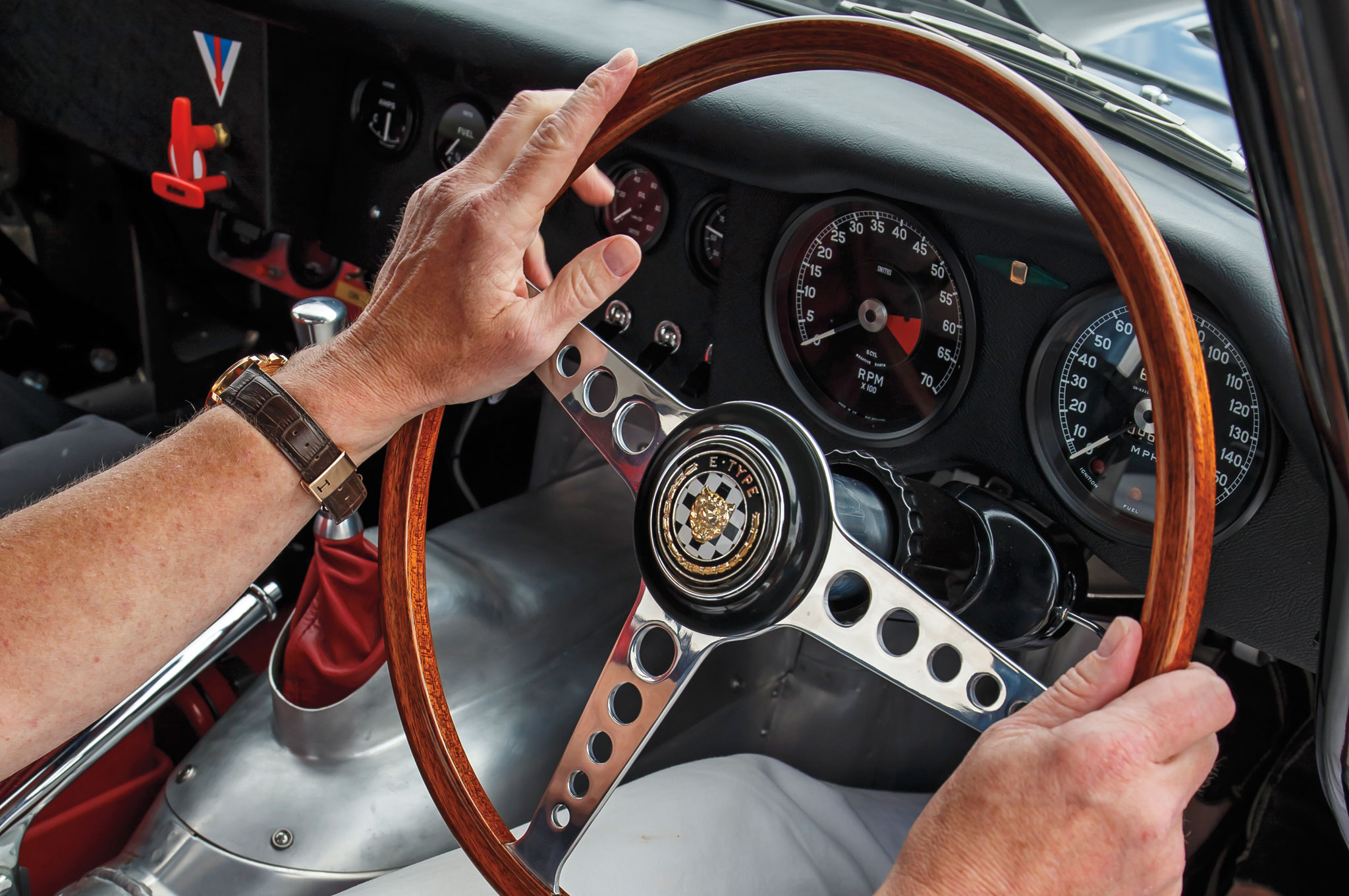 A slender wooden wheel puts romance at your fingertips.