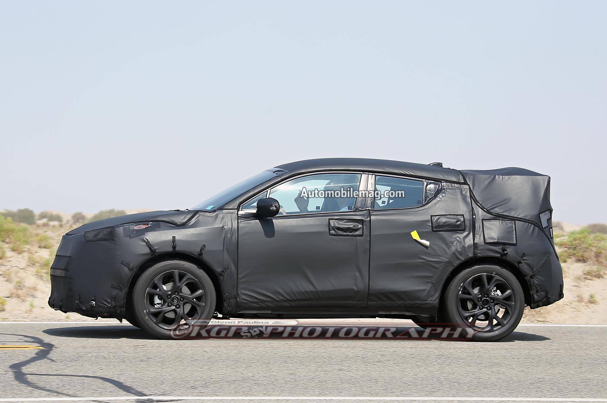 Toyota Subcompact Crossover Spied Profile 02