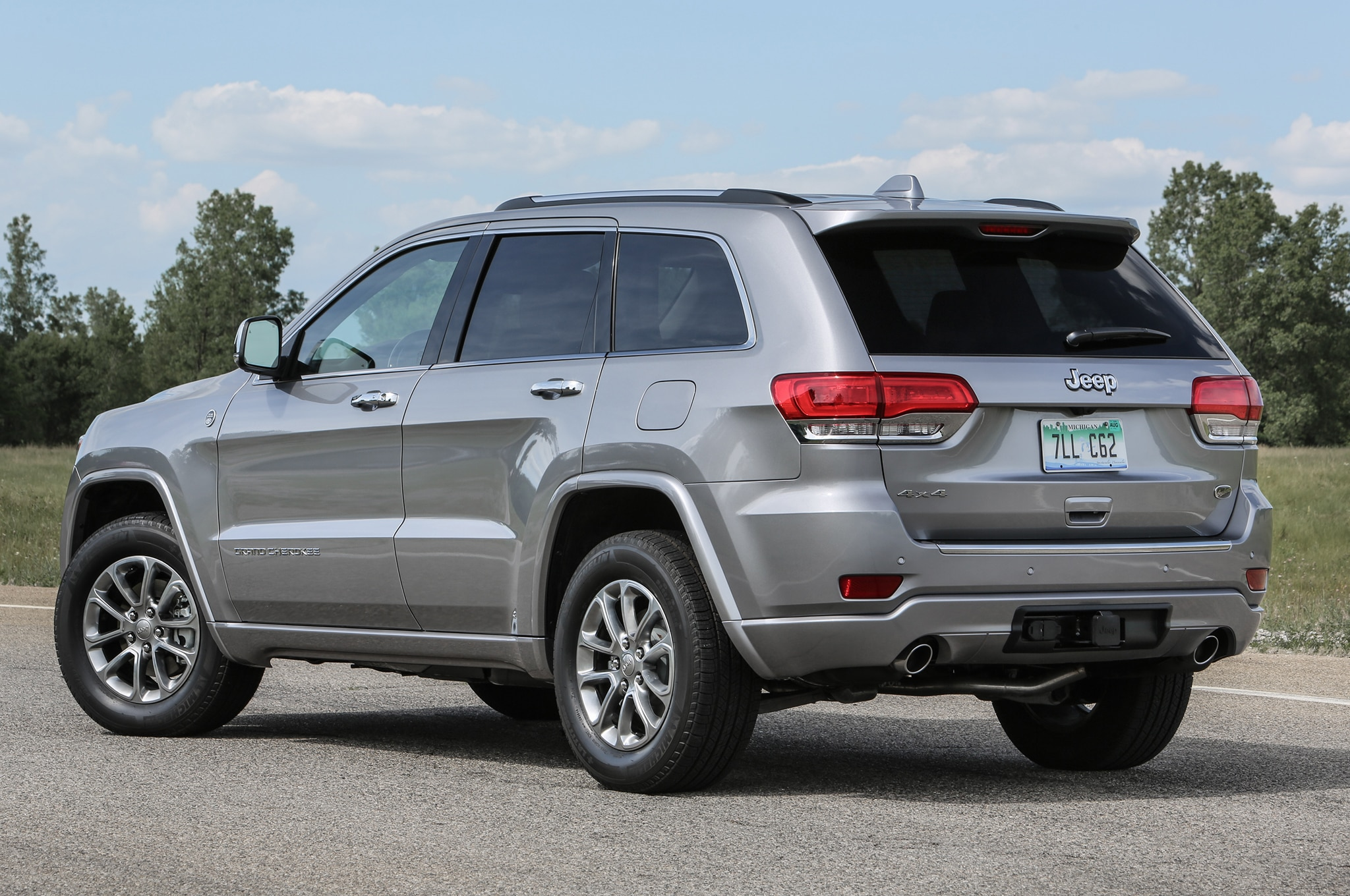 A New High Alude Trim Level Joins The 2016 Jeep Grand Cherokee