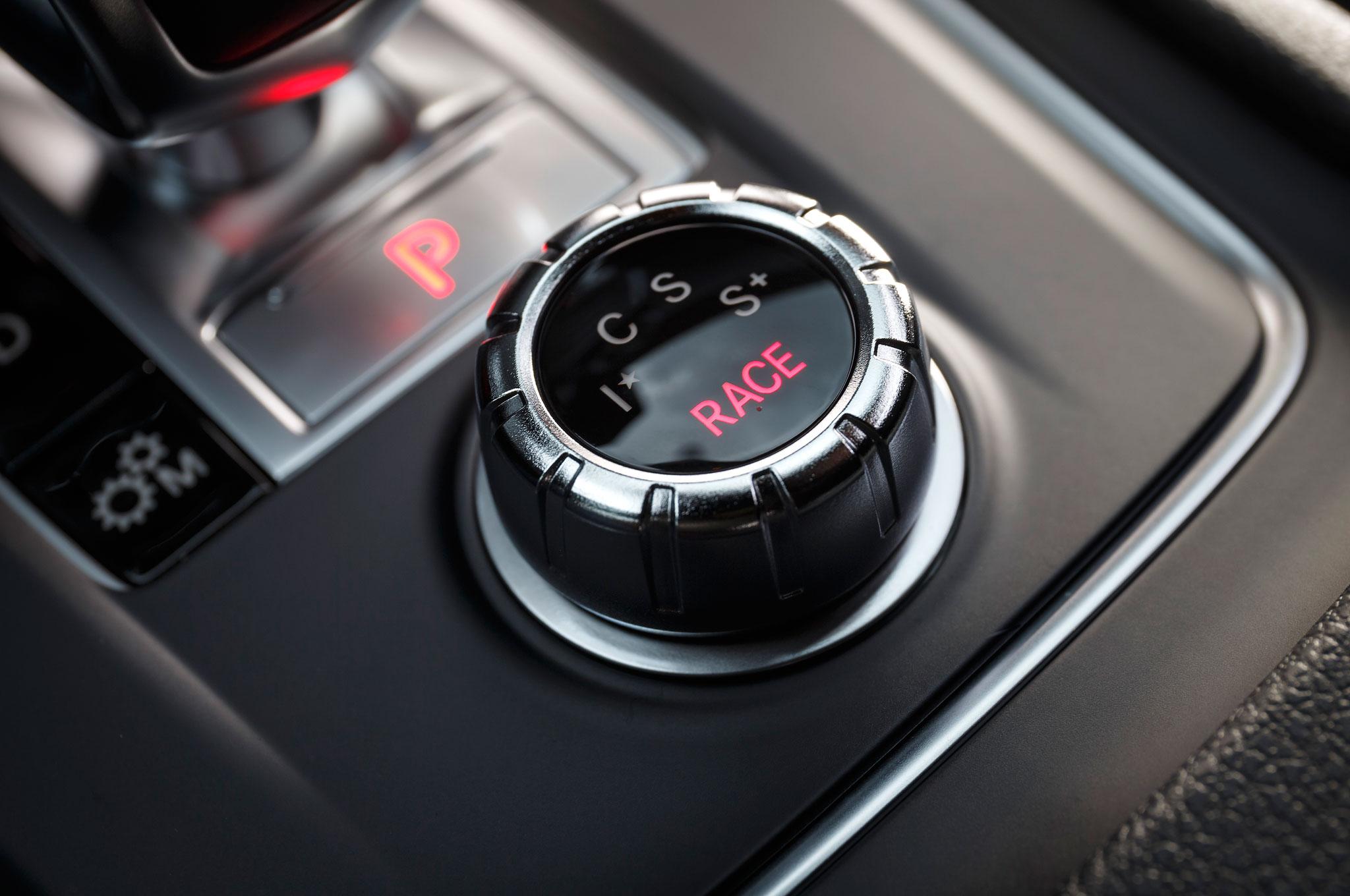 https://st.automobilemag.com/uploads/sites/11/2015/09/2016-Mercedes-AMG-A45-4Matic-selection-knob-01.jpg