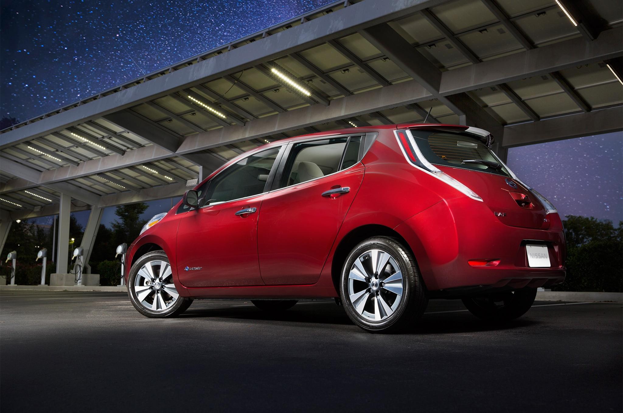 2016 Nissan Leaf Rear Three Quarter