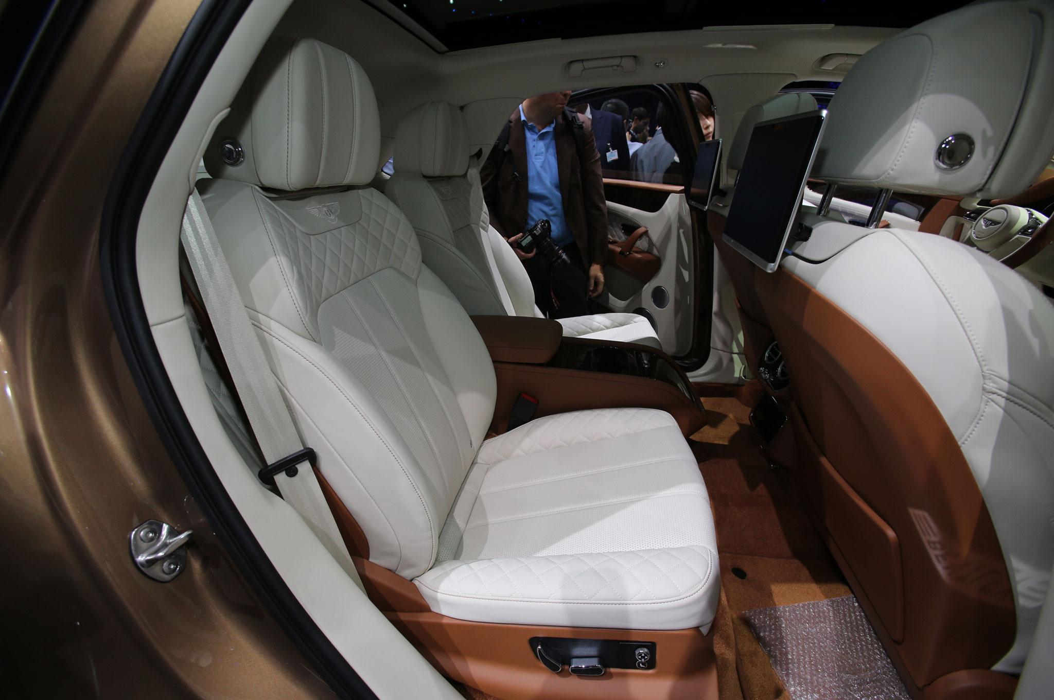 2017 7 Passenger Suv >> 2017 Bentley Bentayga SUV Revealed Ahead of Frankfurt