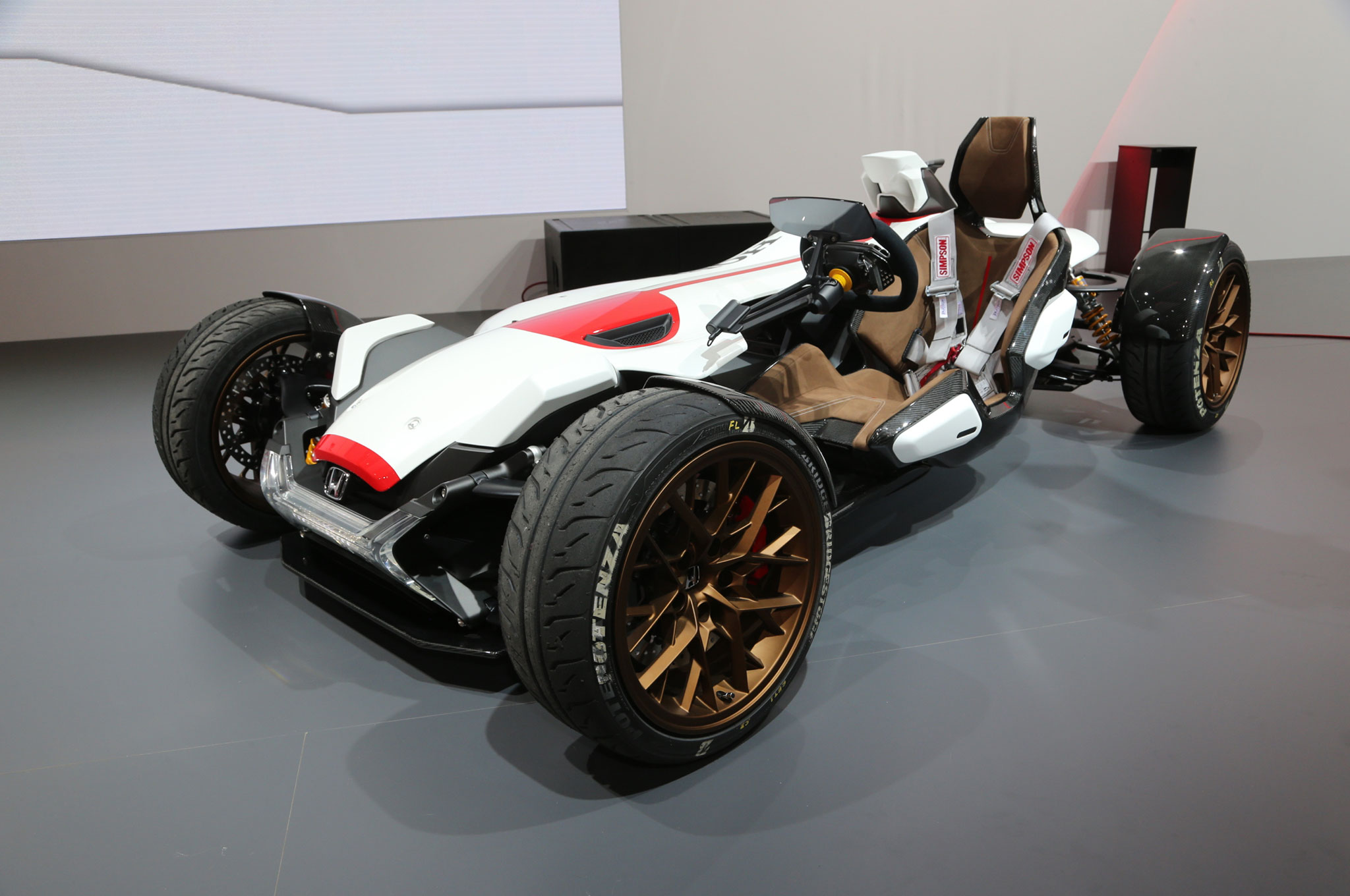 Honda Civic Type R 2015 >> Honda Project 2&4 Concept Blurs the Lines Between Motorcycle and Car