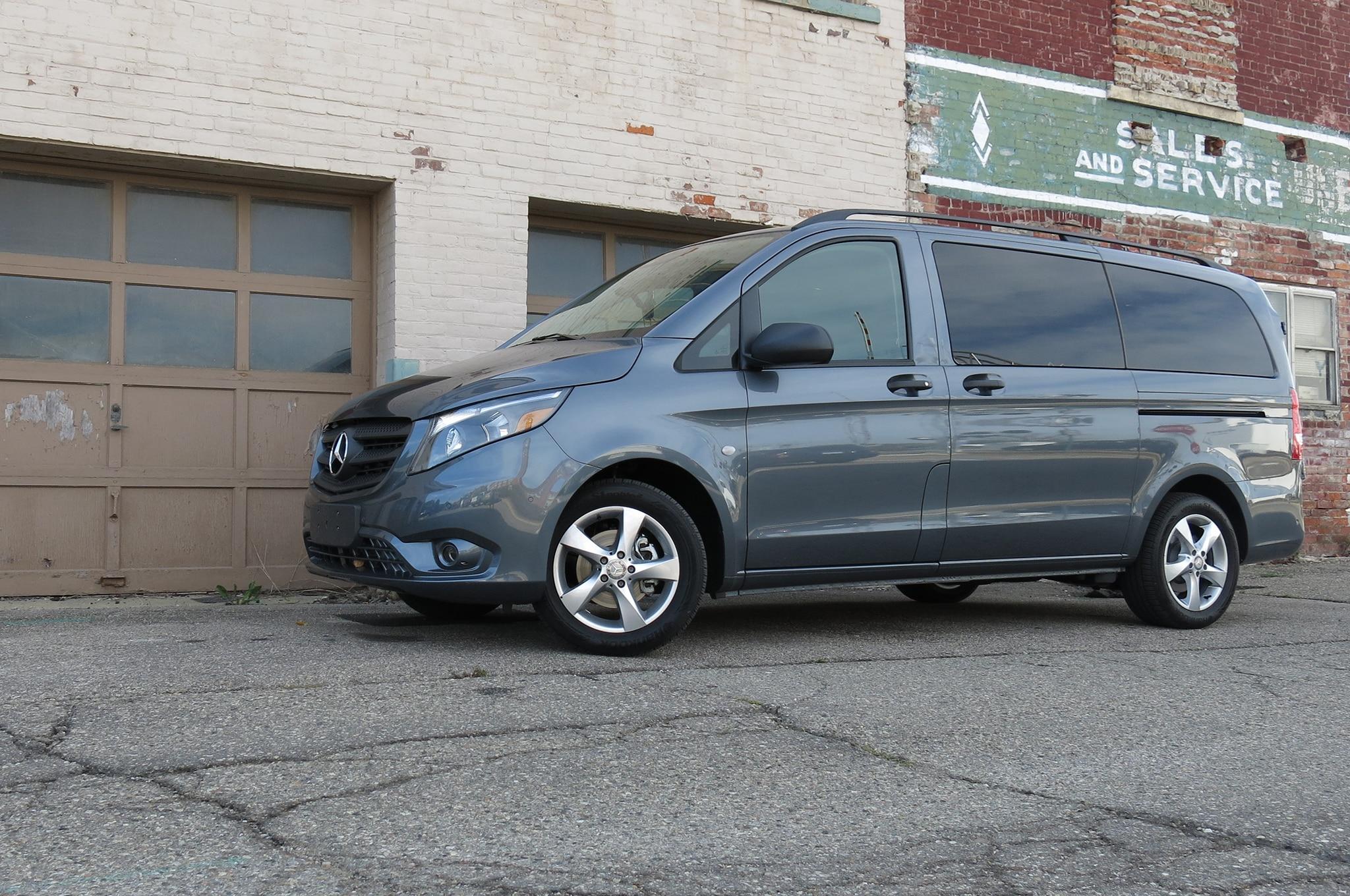 2016 Mercedes Benz Metris Passenger Van Front Three Quarter