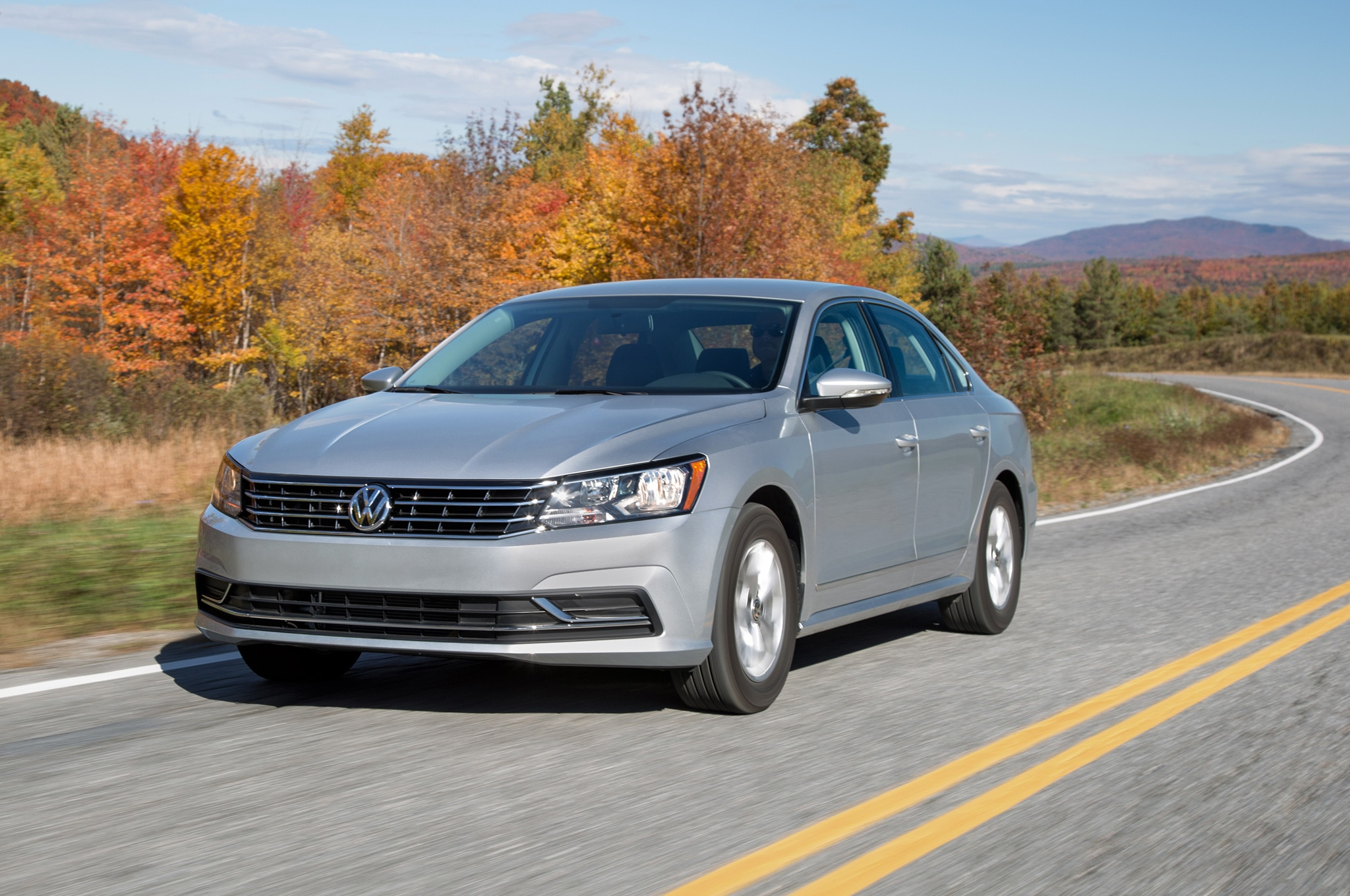 2016 Volkswagen Passat SEL Front Three Quarter In Motion 01