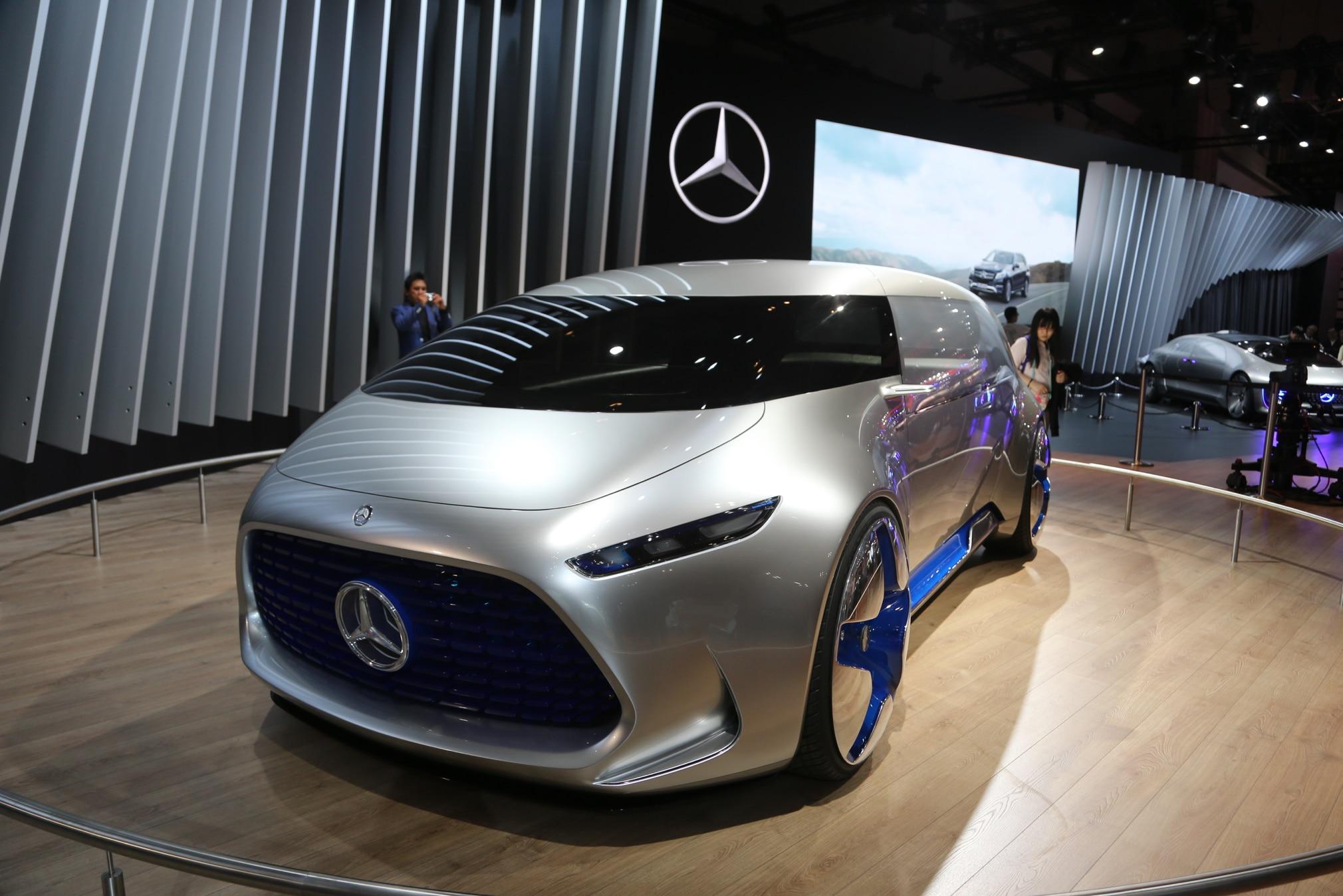 https://st.automobilemag.com/uploads/sites/11/2015/10/Mercedes-Benz-Vision-Tokyo-Concept-front-three-quarter-02.jpg