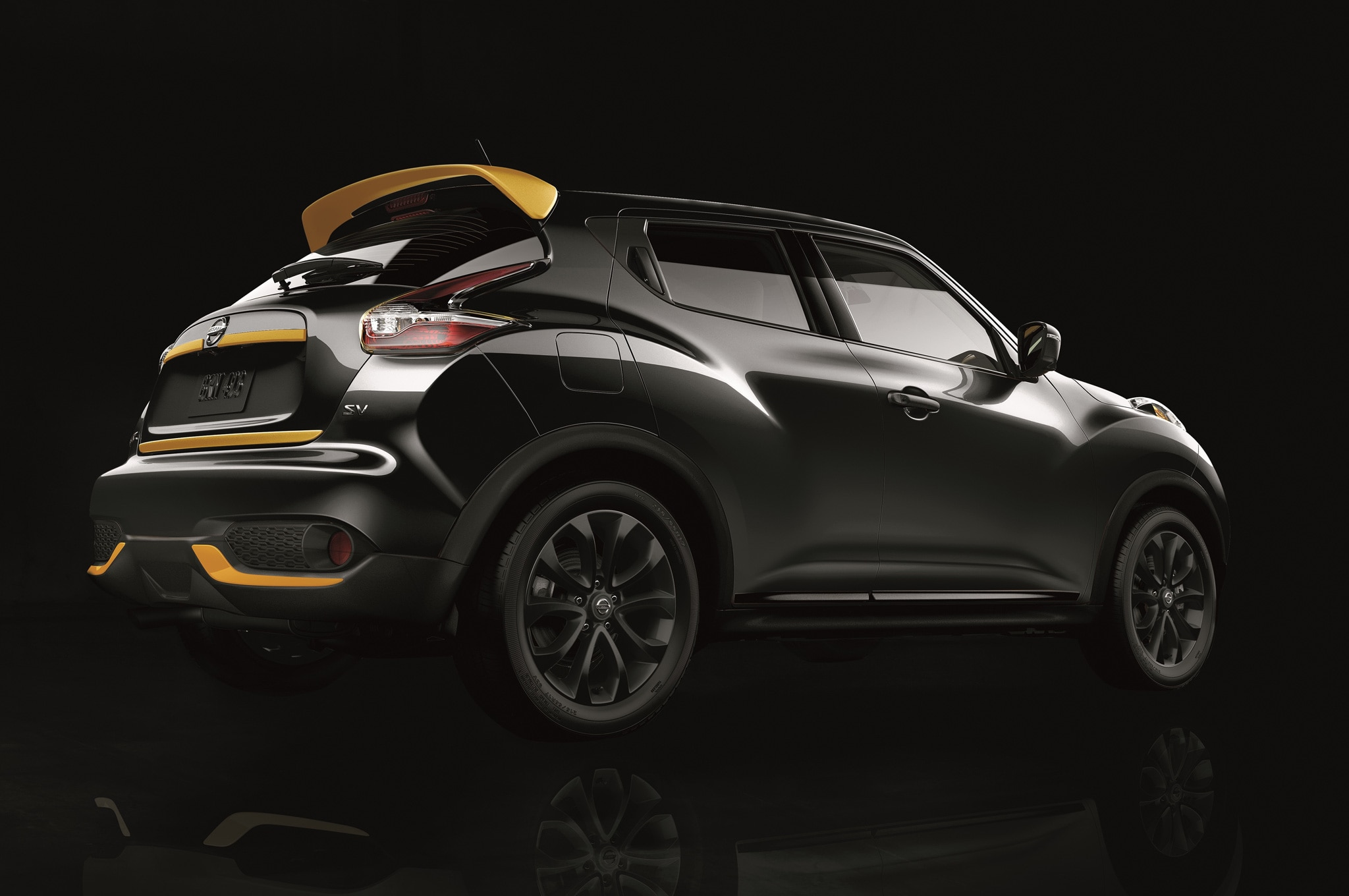 2016 nissan juke stinger edition dons black and yellow accents in l a. Black Bedroom Furniture Sets. Home Design Ideas