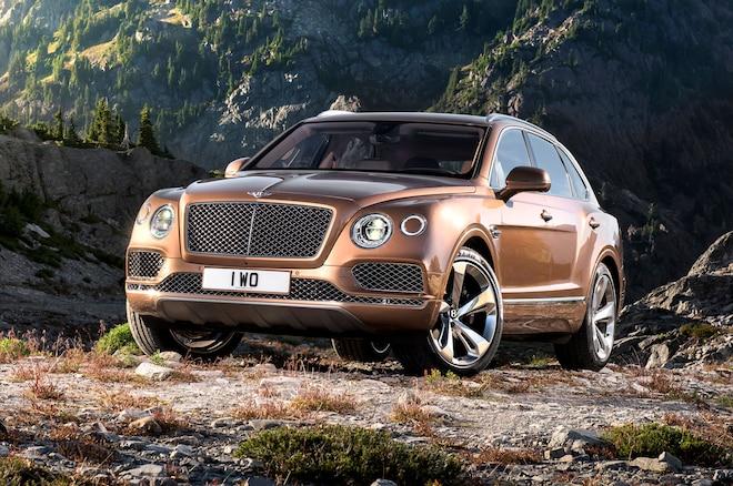 2017 Bentley Bentayga Front Three Quarter 01