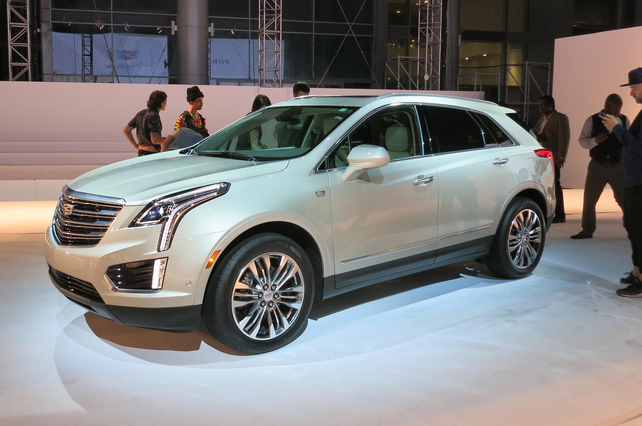2017 Cadillac XT5 Live Front Three Quarter