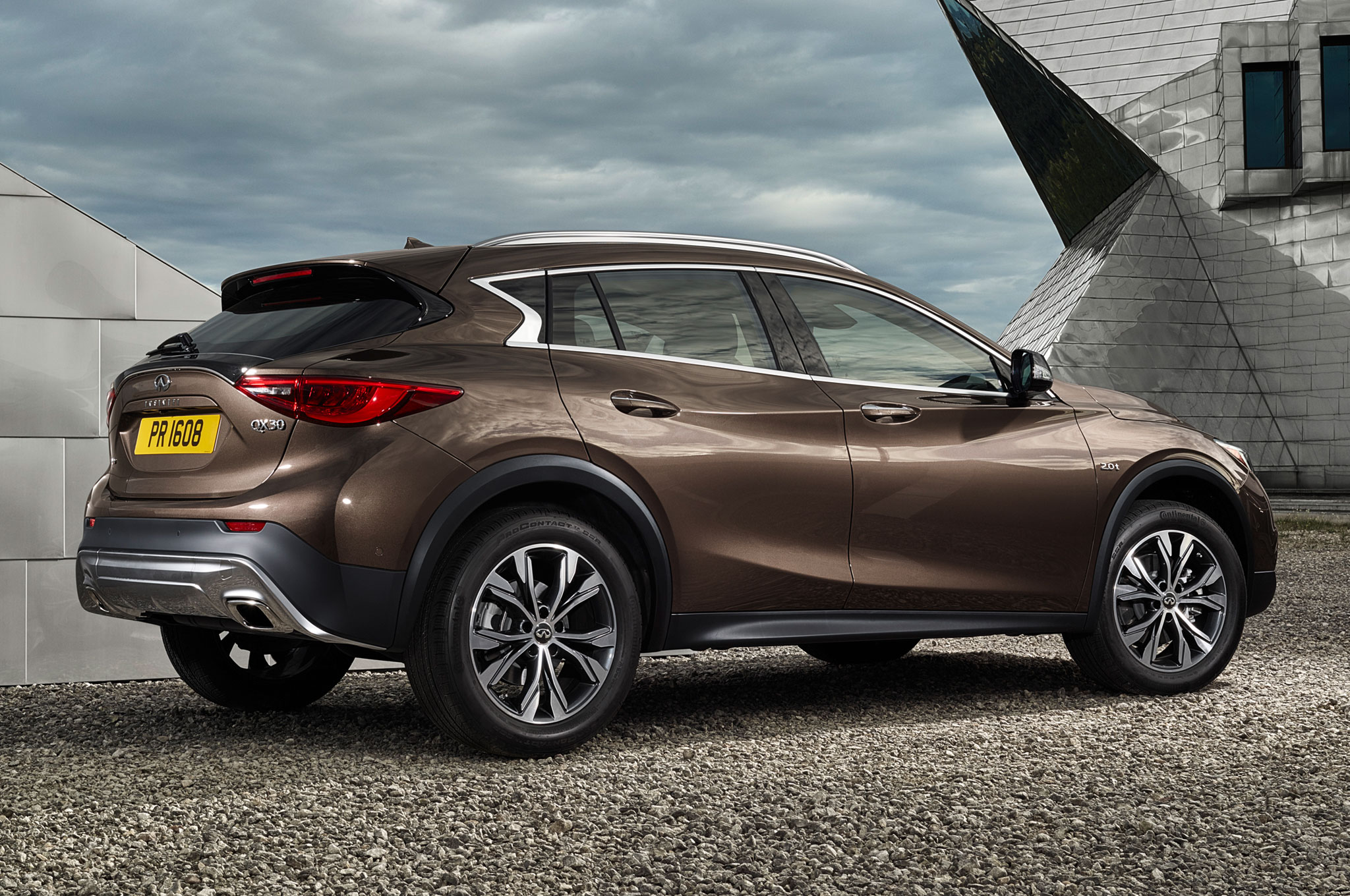 2017 Infiniti QX30 Luxury Crossover Debuts at L.A. Auto Show