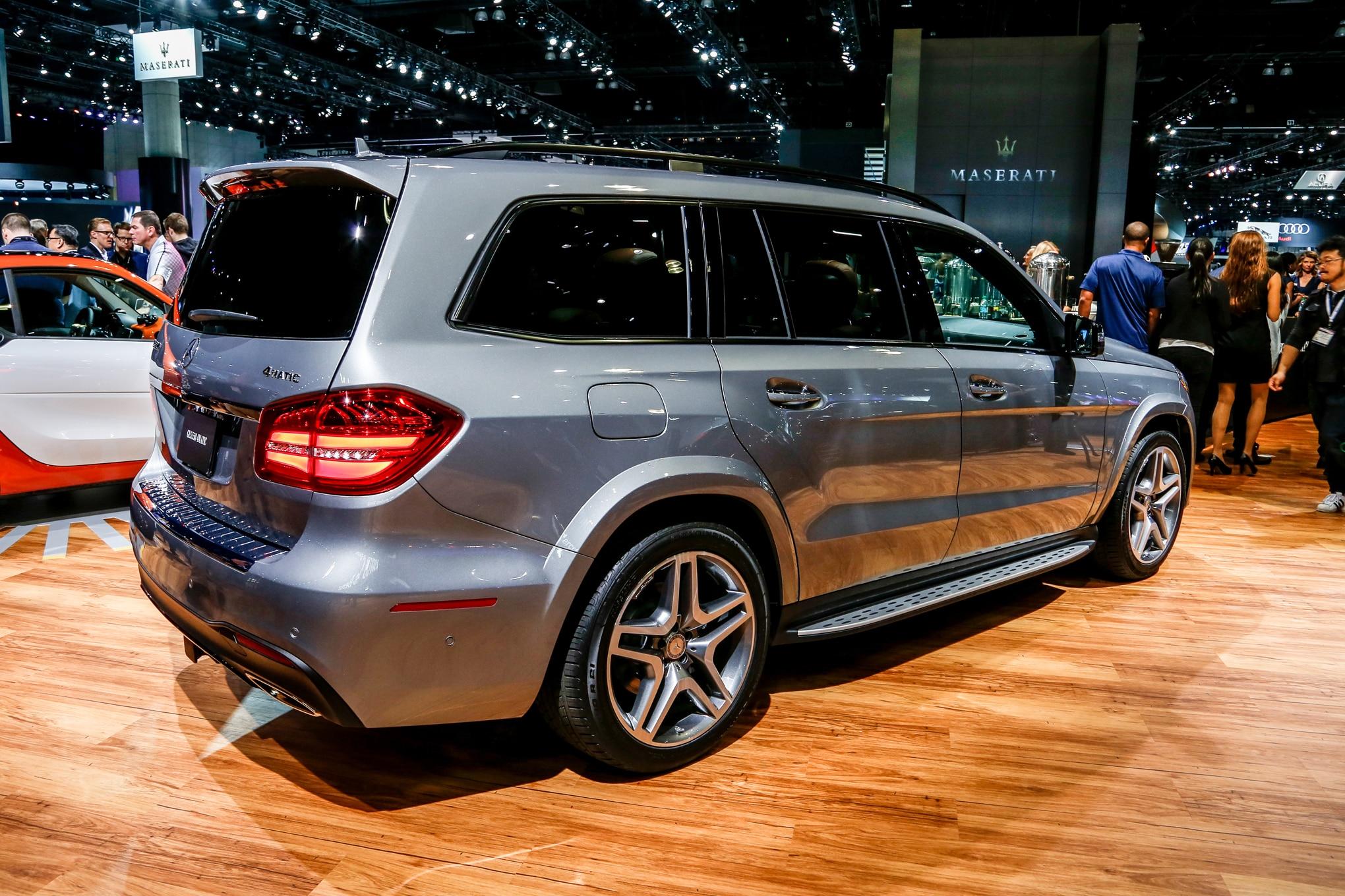 2017 Mercedes Benz Gls550 4matic Rear Three Quarter 02