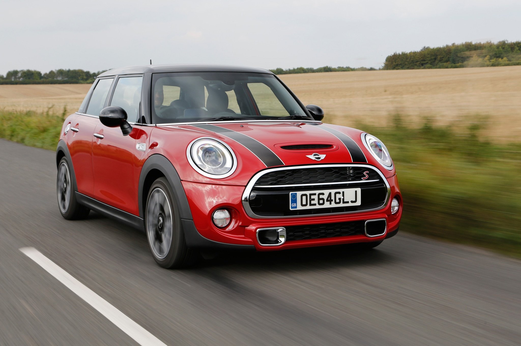2015 Mini Hardtop 4 Door Cooper S Front Three Quarter In Motion 17