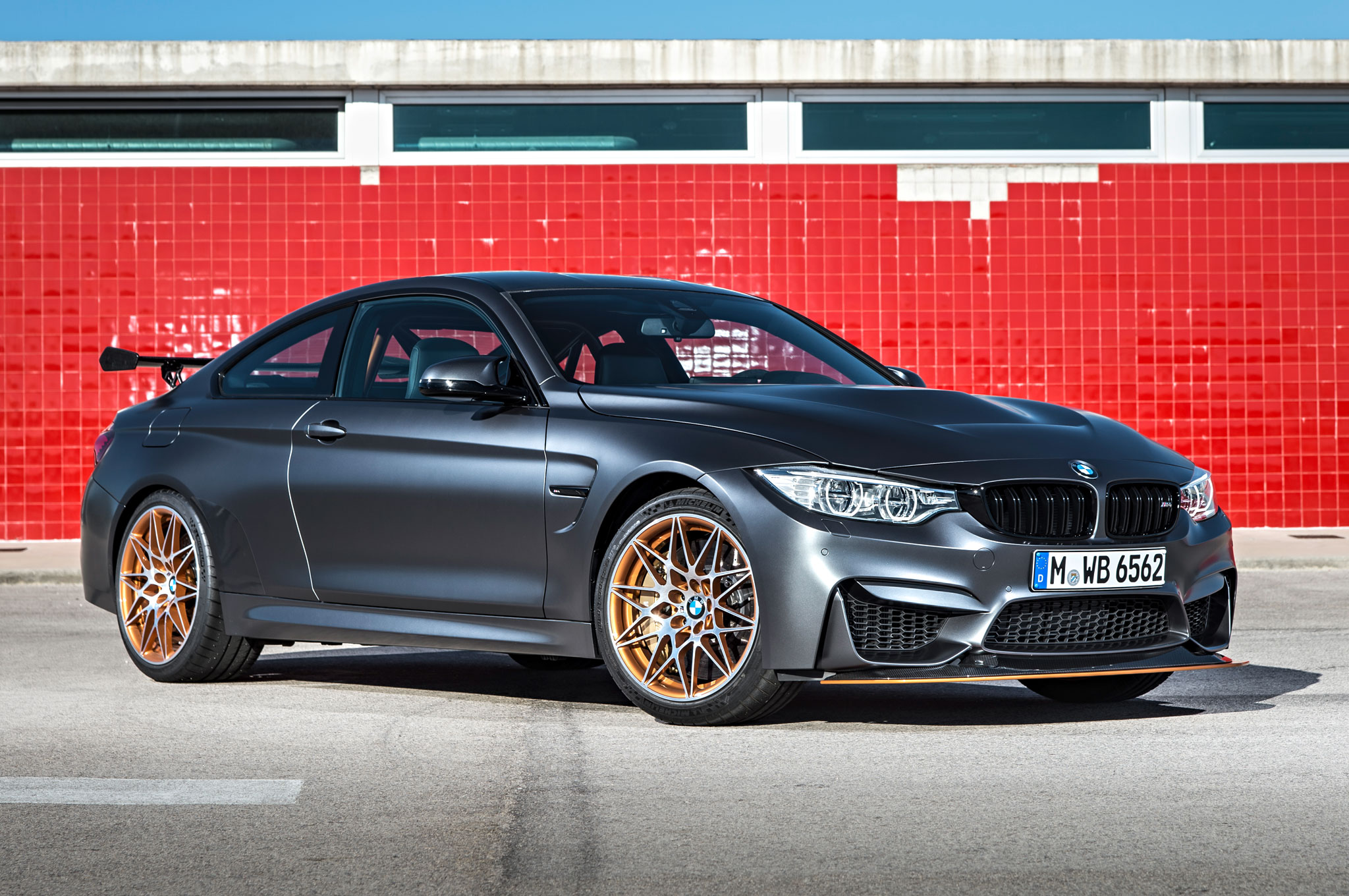 2016 BMW M4 GTS Front Three Quarter 031