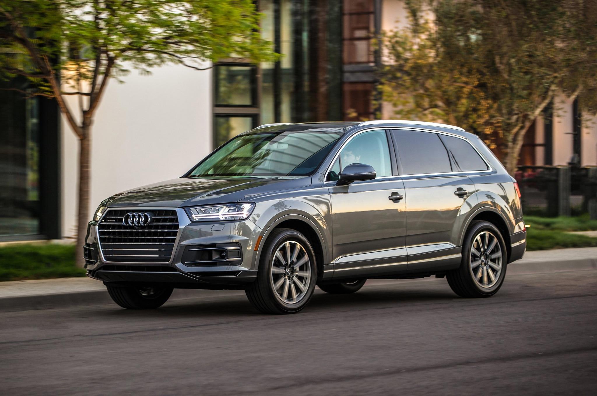 2017 Audi Q7 Front Three Quarter In Motion