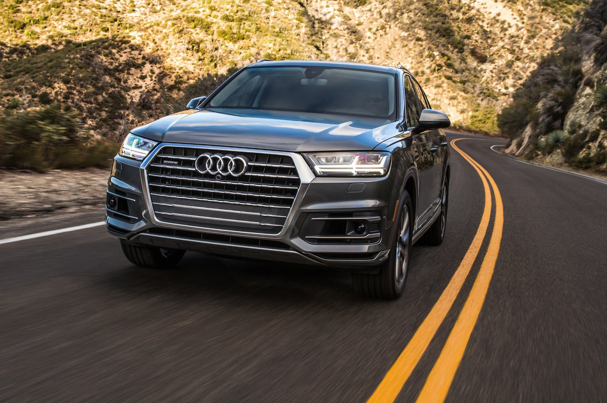 2017 Audi Q7 Front View In Motion 02