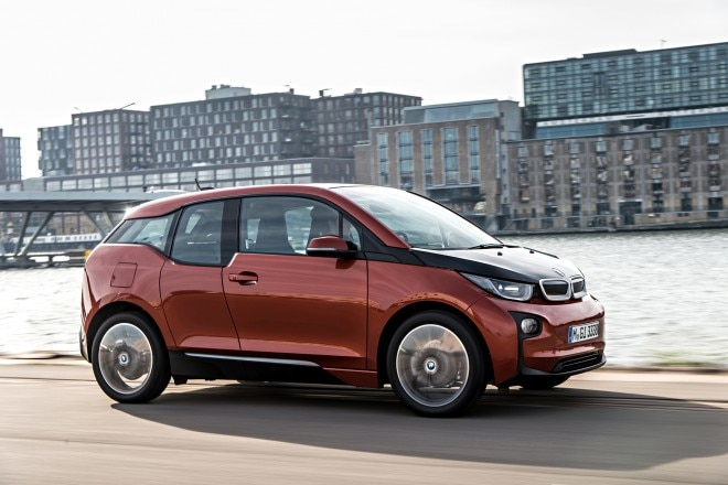 2014 BMW i3 eDrive side in motion