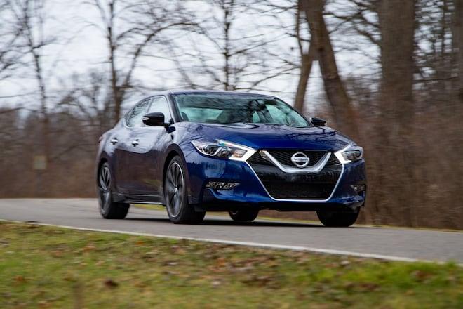 2016 Nissan Maxima SR Front Three Quarter In Motion 09