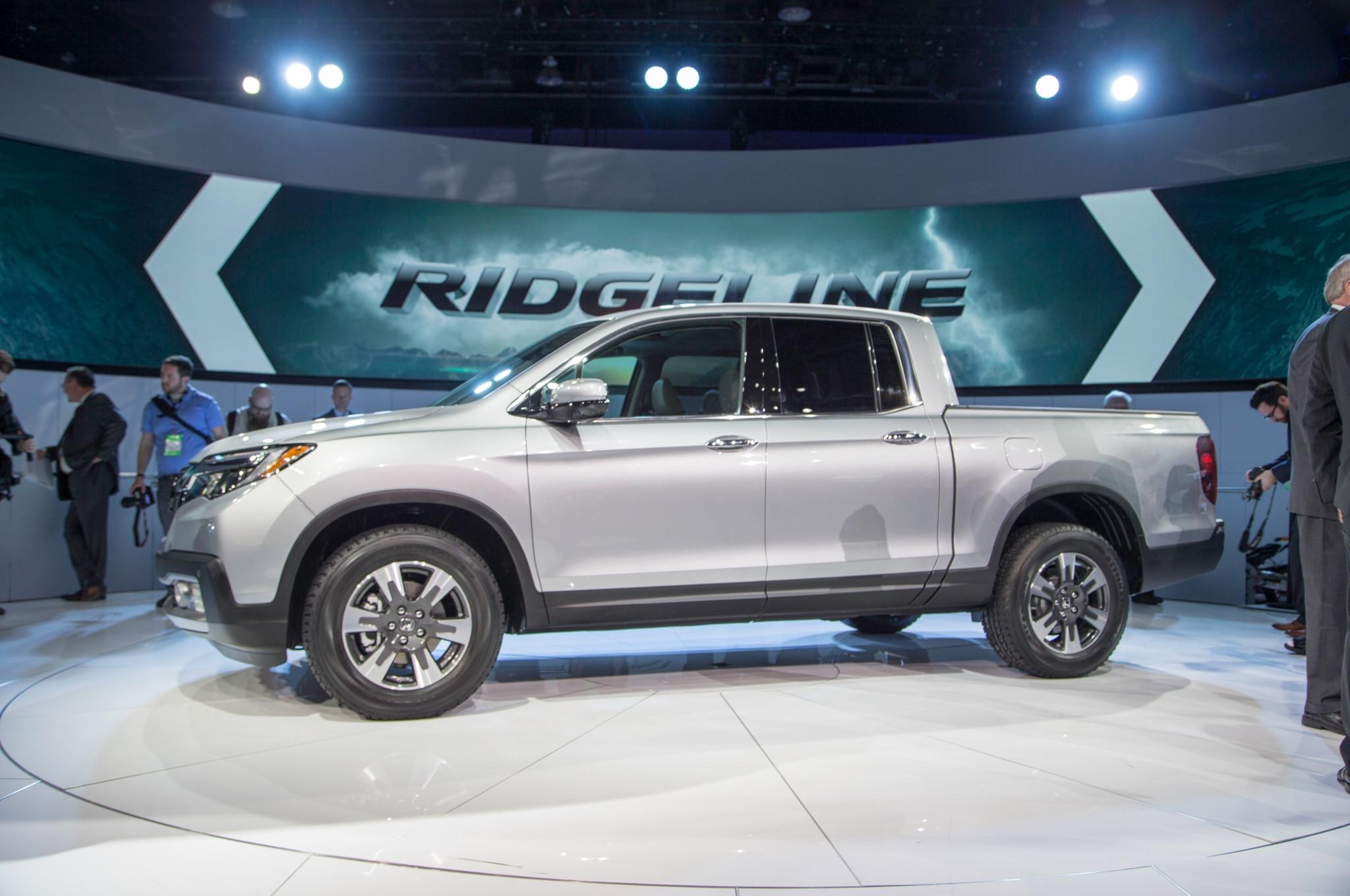 2017 Honda Ridgeline Rated Up to 26 MPG | Automobile Magazine