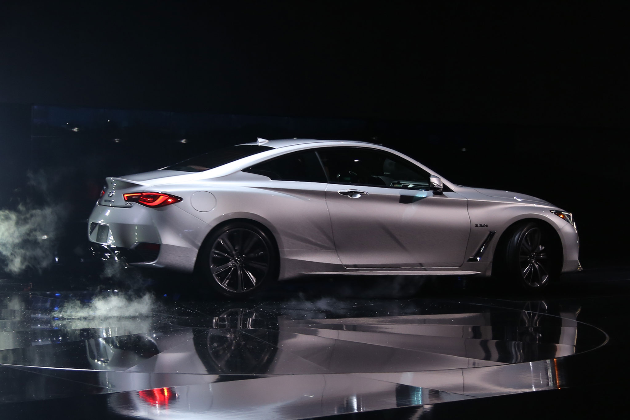 2017 Infiniti Q60 Side Profile 03