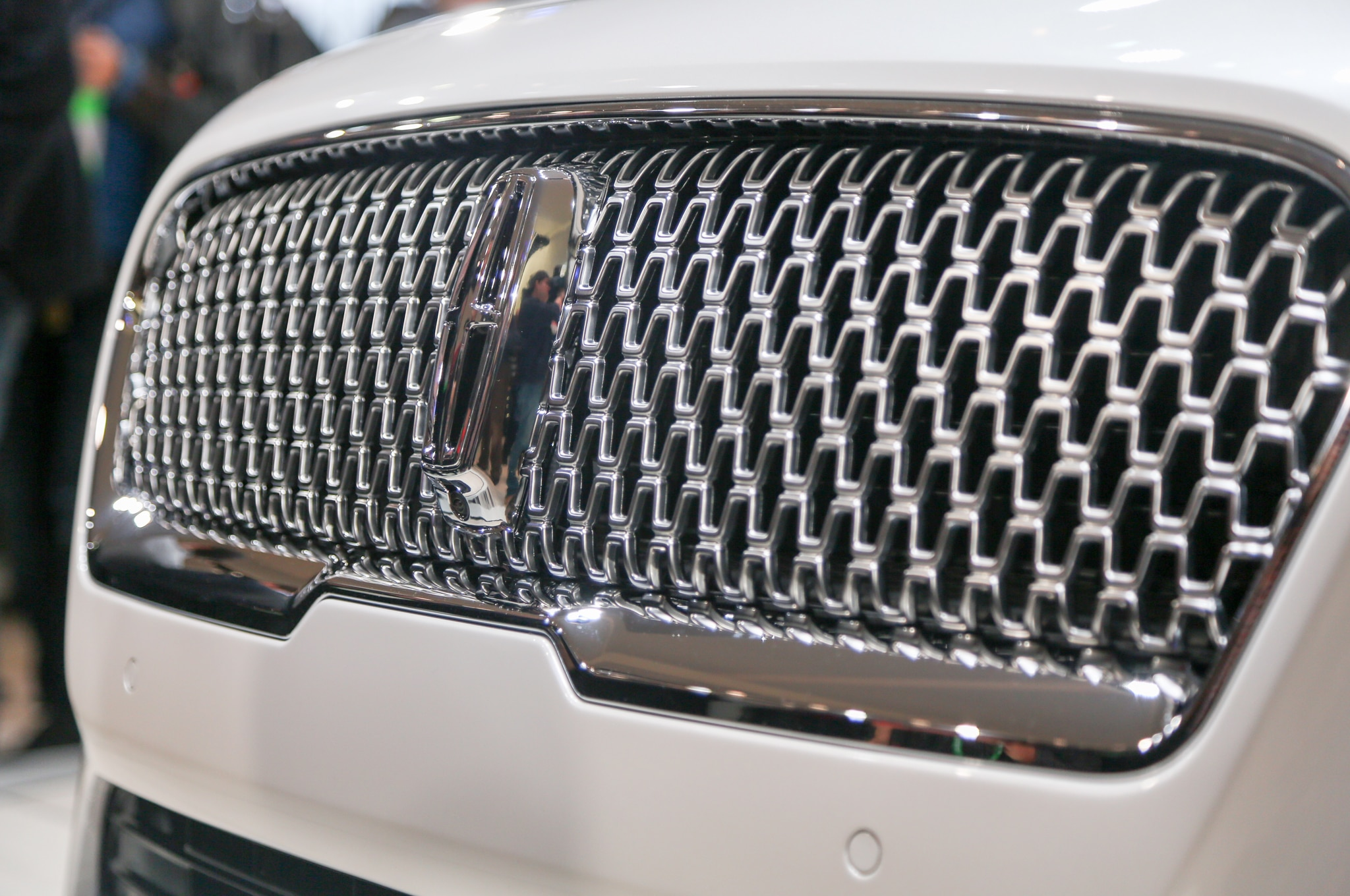 2017 Lincoln Continental Has Light Up Door Handles Puddle