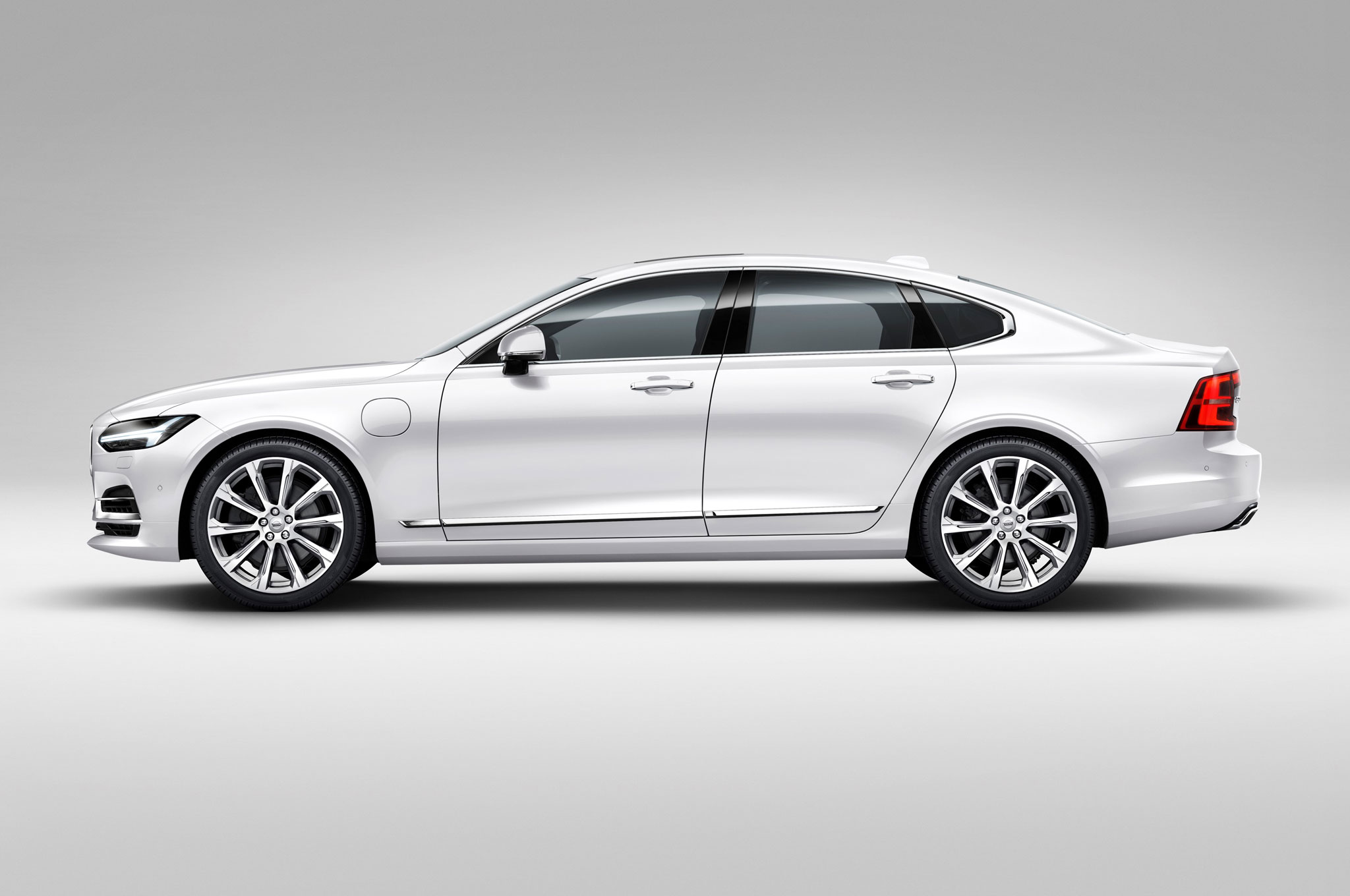 You Can Now Build Your Own 2017 Volvo S90 Sedan Online