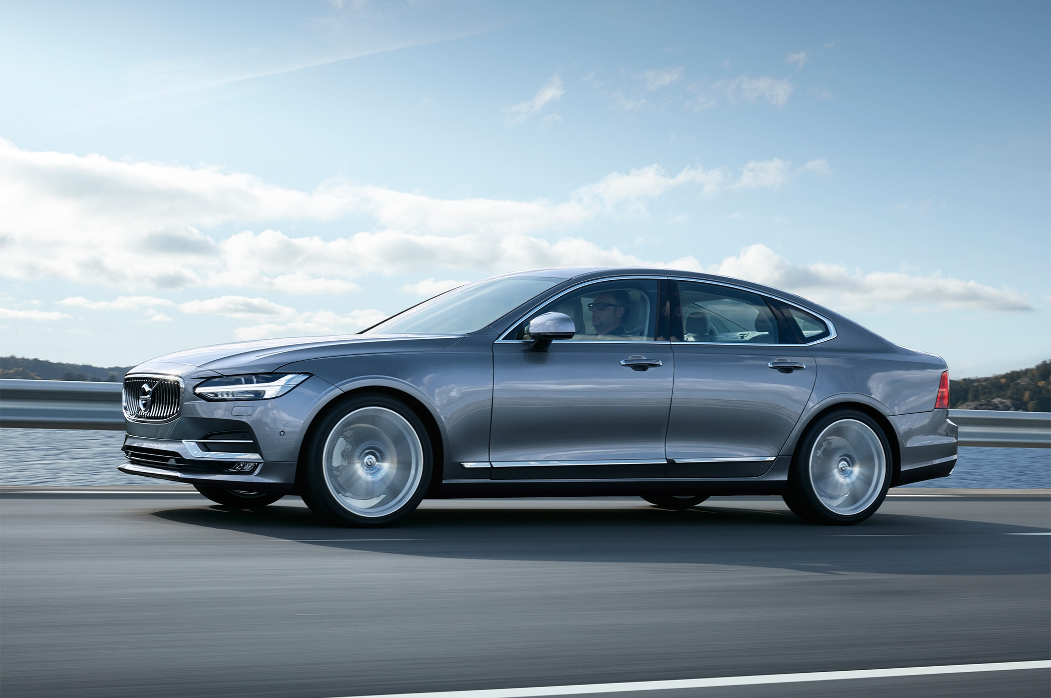 2017 Volvo S90 Side In Motion1