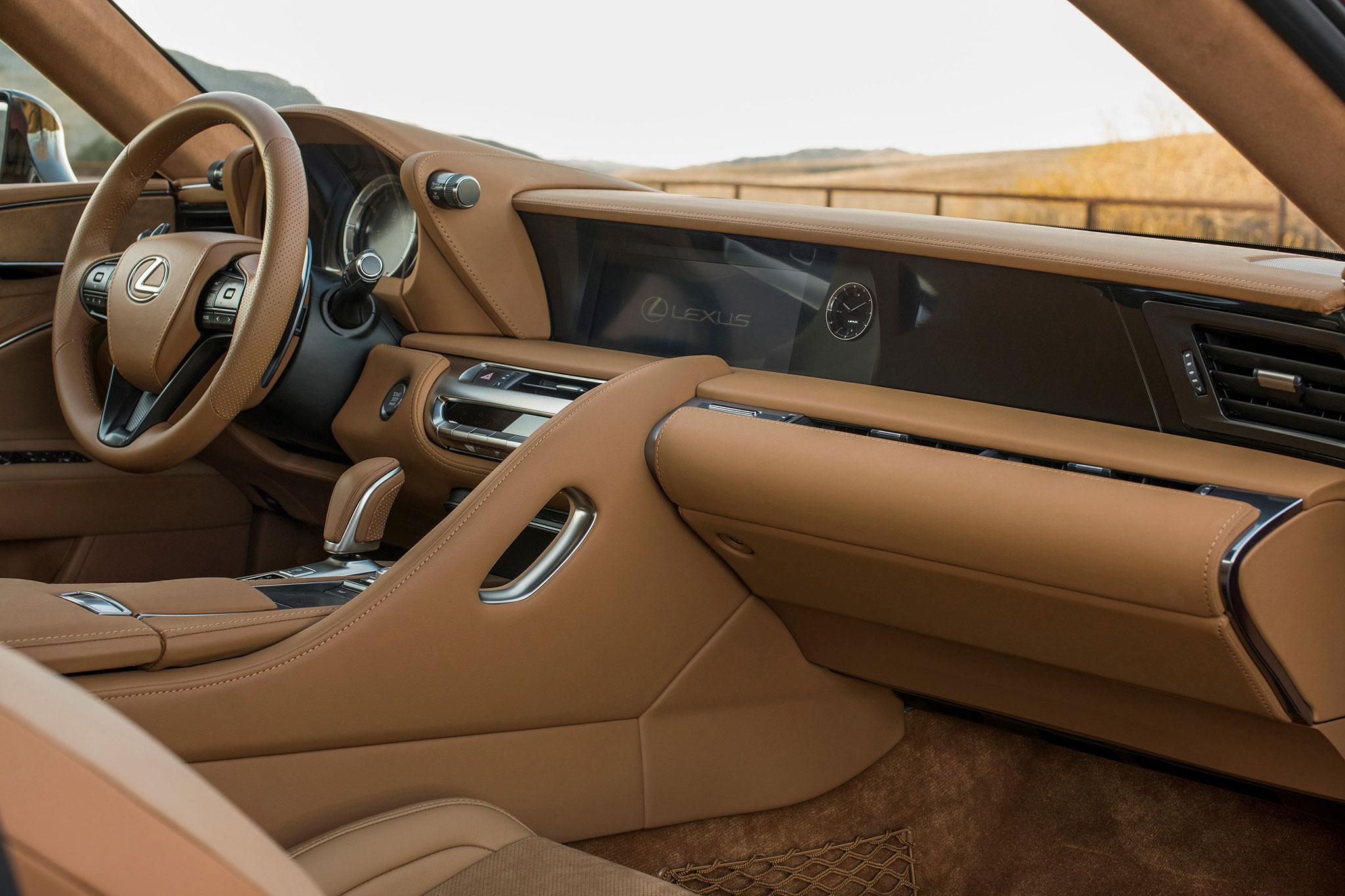 2018-Lexus-LC-500-cabin-021.jpg