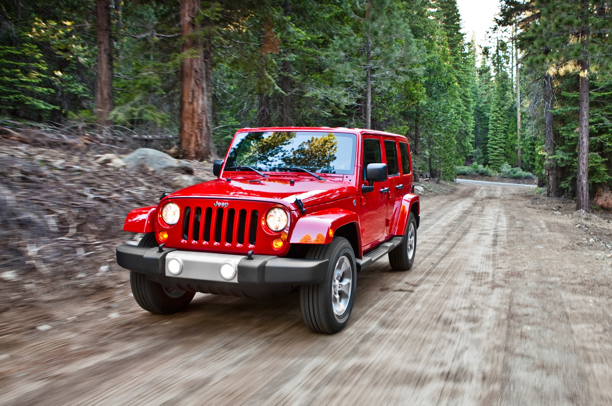 2015 Jee Wrangler Unlimited Sahara Front Three Quarter In Motion