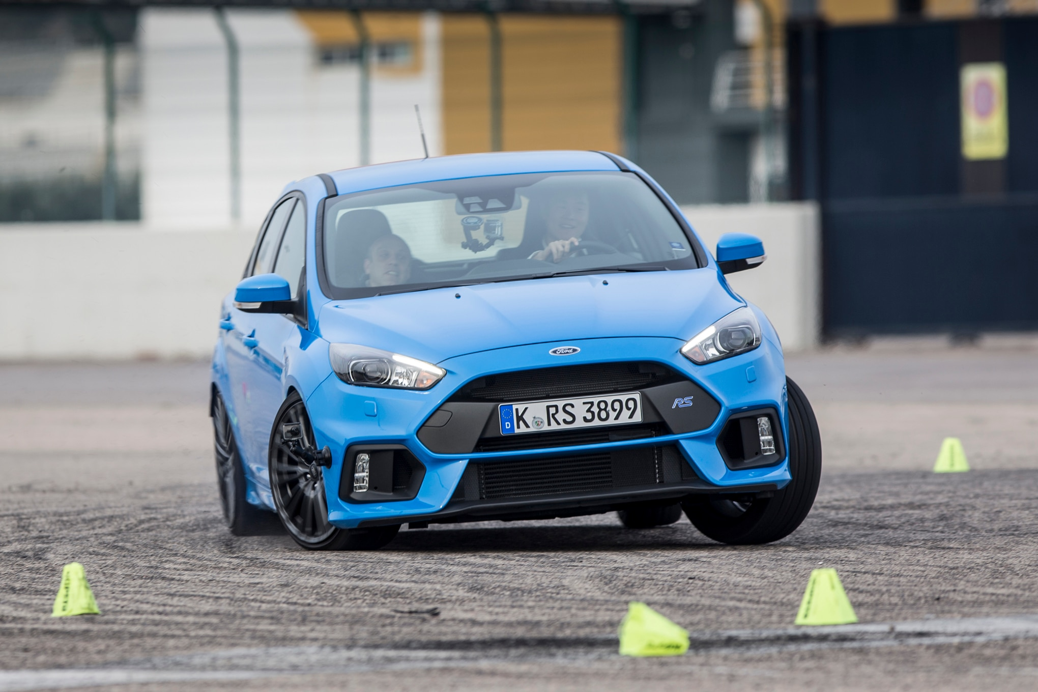 2016 Ford Focus RS Front Three Quarter In Motion 041