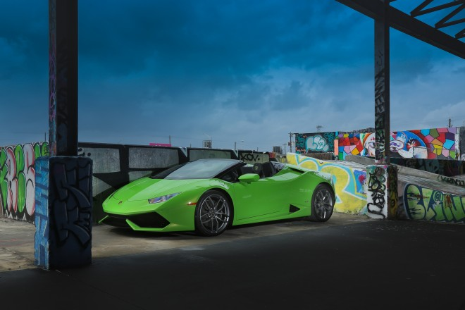 2016 Lamborghini Huracan Spyder front three quarter 02