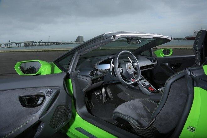 2016 Lamborghini Huracan Spyder interior view