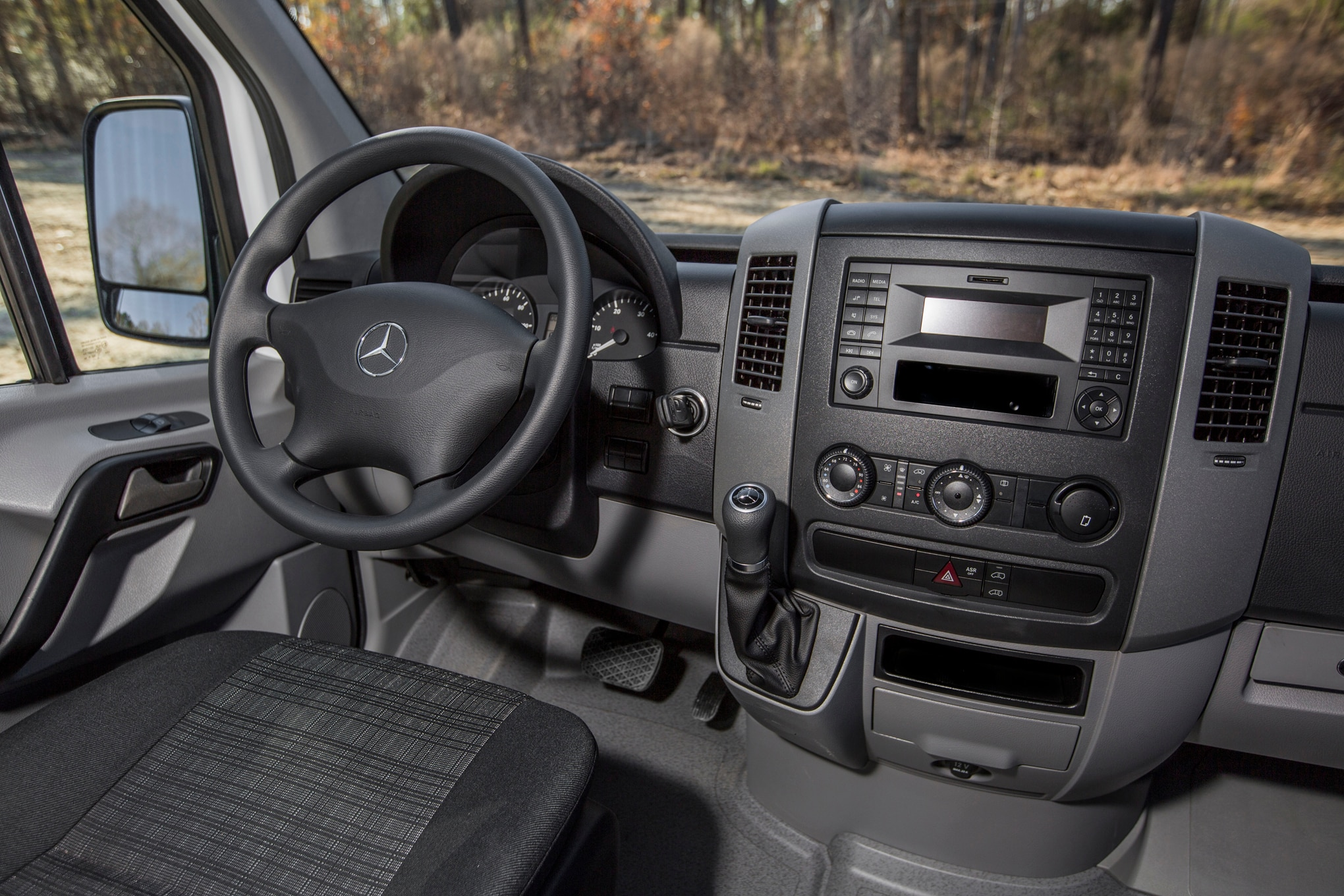 Mercedes Lease Offers >> Mercedes-Benz Sprinter Worker Offers Van Capability for ...