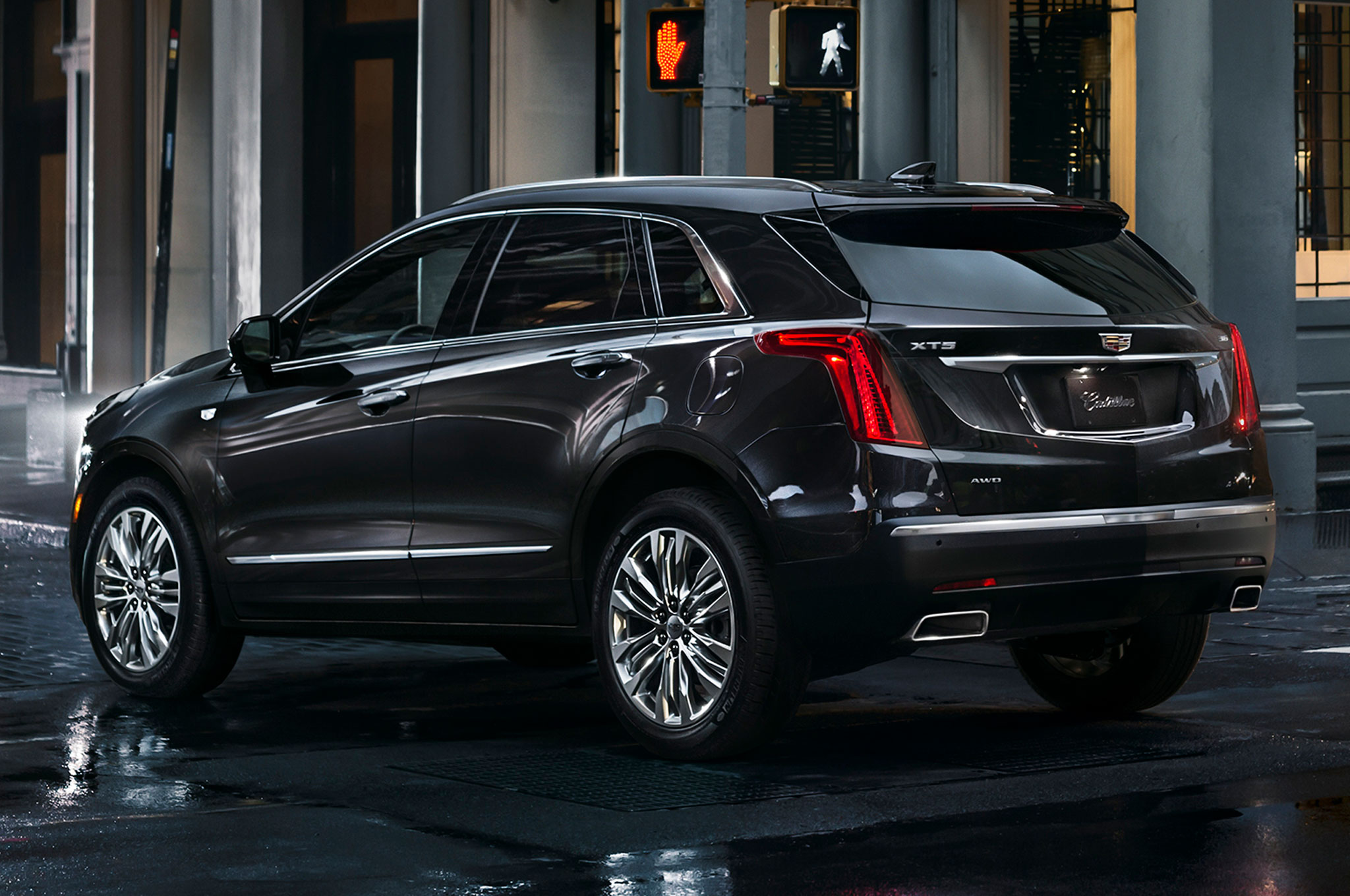 2017 Cadillac XT5 rear side view