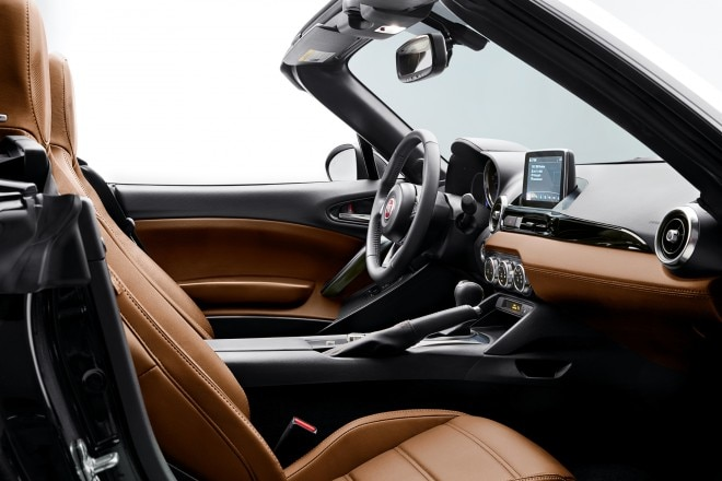 2017 Fiat 124 Spider interior view 02